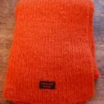 Handstickad halsduk i 100% svensk tillverkat ullgarn. Finns i många färger.