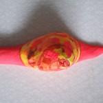 Snigel målad med självlysande färg