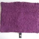 Sittdyna i stickat lovikkagarn av 100% ull med baksida av återvunnet läder.